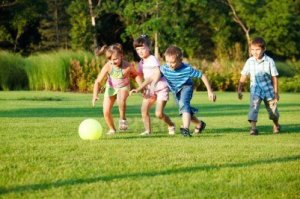 kids-playing-with-the-ball